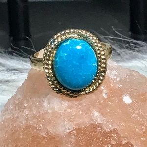 Jewelry - Gold and turquoise ring